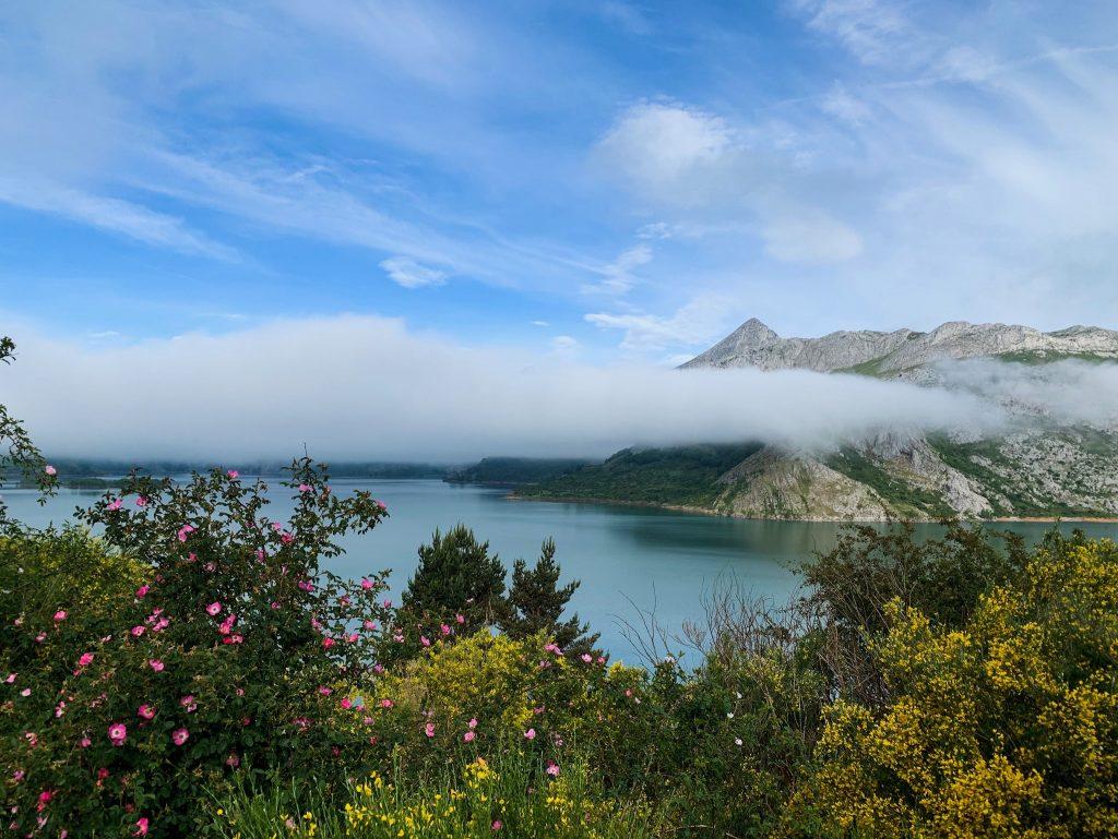 riano-trail-lake